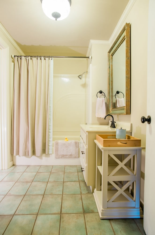 Bathroom, Small Town Charmer - Rent Entire Home