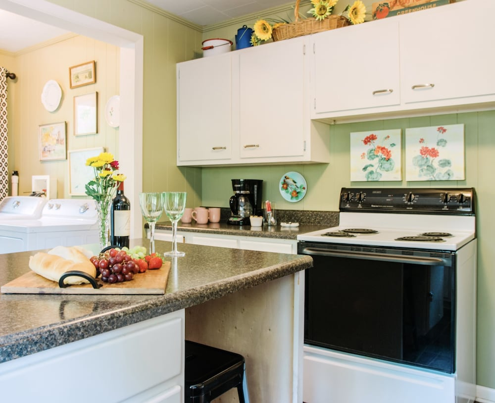 Private Kitchen, Small Town Charmer - Rent Entire Home