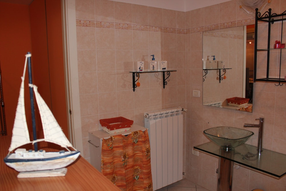Bathroom, La Sorgente