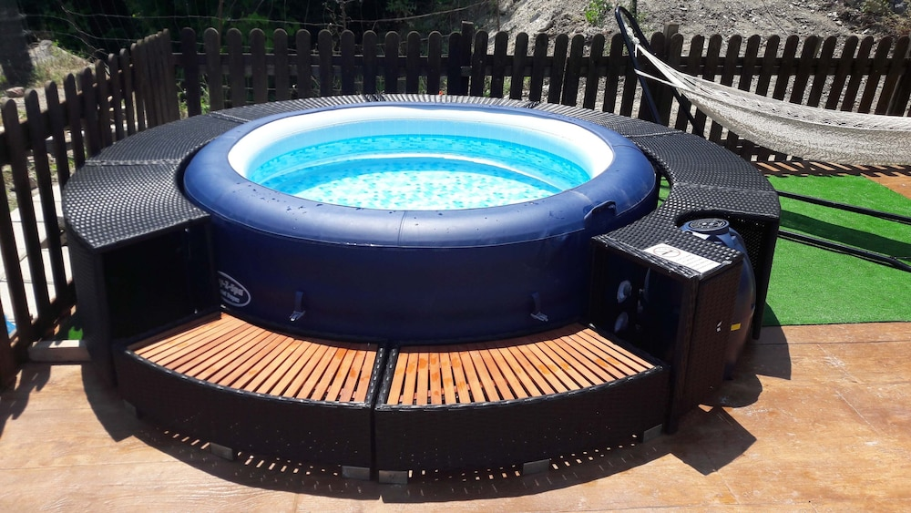 Outdoor Spa Tub, La Sorgente