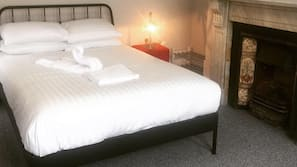 6 bedrooms, iron/ironing board, free WiFi, linens