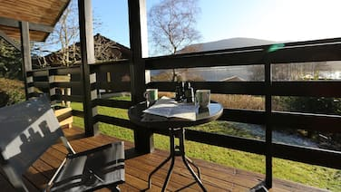 Cosy Modern Nordic Lodge w/ Loch View & Log Burner