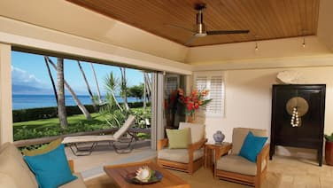 Premier, Oceanfront Luxury Condo, Puunoa Beach Estates #101