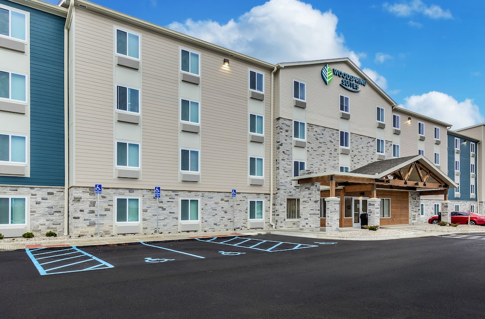 Front of Property, WoodSpring Suites Colton