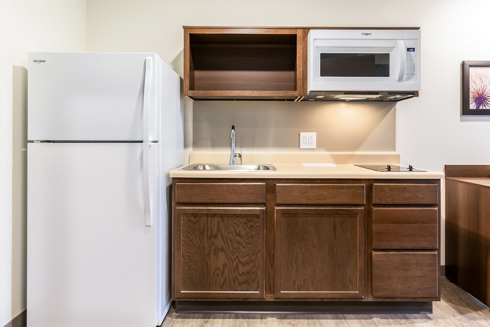 Private Kitchen, WoodSpring Suites Colton