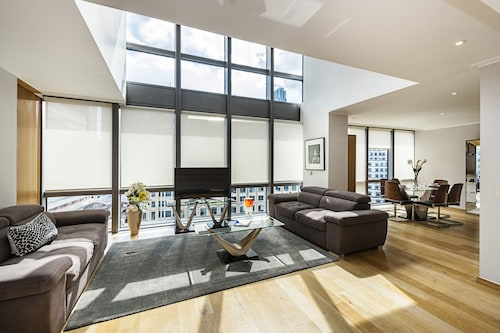 Stunning, Spacious 3 Bedroom Canary Wharf Apartment