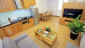 保險箱、家具佈置各有特色、手提電腦工作空間、窗簾