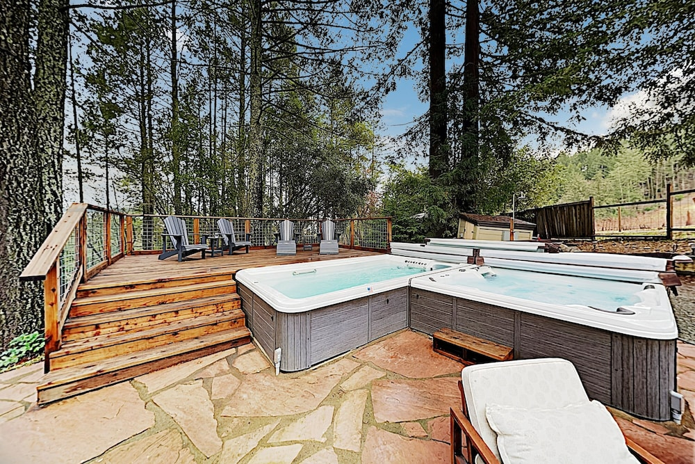 Spa, Luxe Vineyard-view Hideaway W/ Swim Spa & Hot Tub 3 Bedroom Home