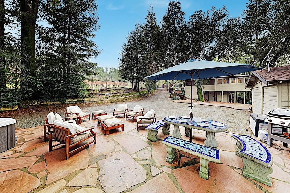 BBQ/Picnic Area, Luxe Vineyard-view Hideaway W/ Swim Spa & Hot Tub 3 Bedroom Home