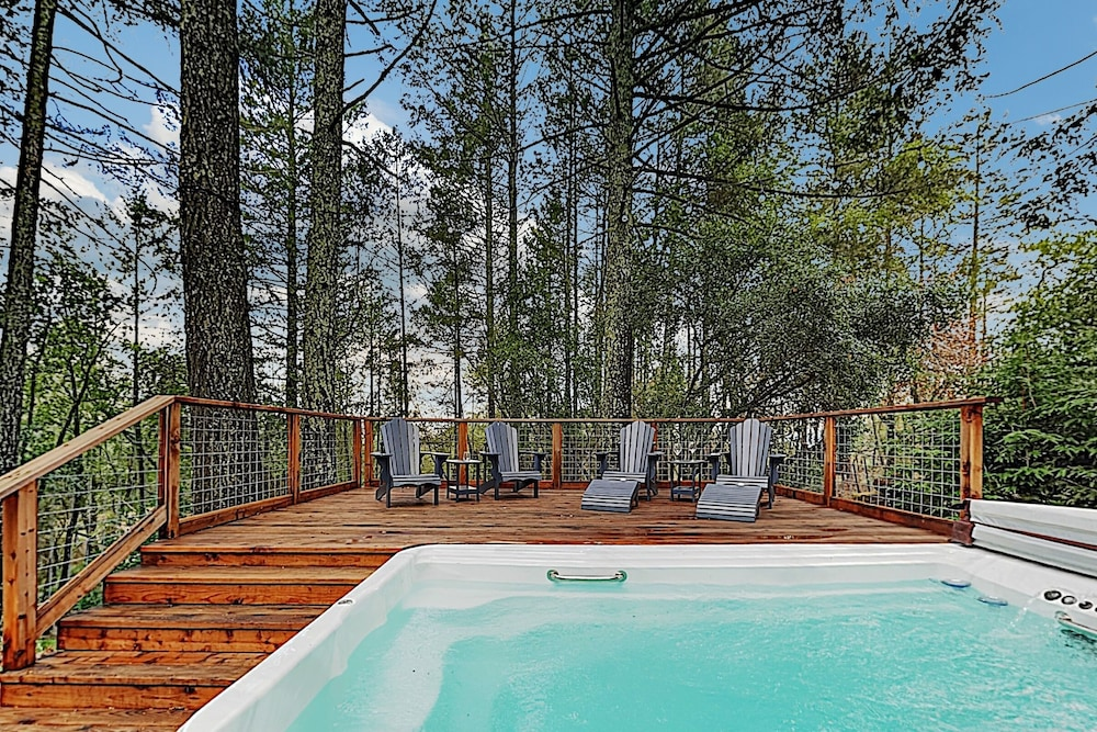 Pool, Luxe Vineyard-view Hideaway W/ Swim Spa & Hot Tub 3 Bedroom Home