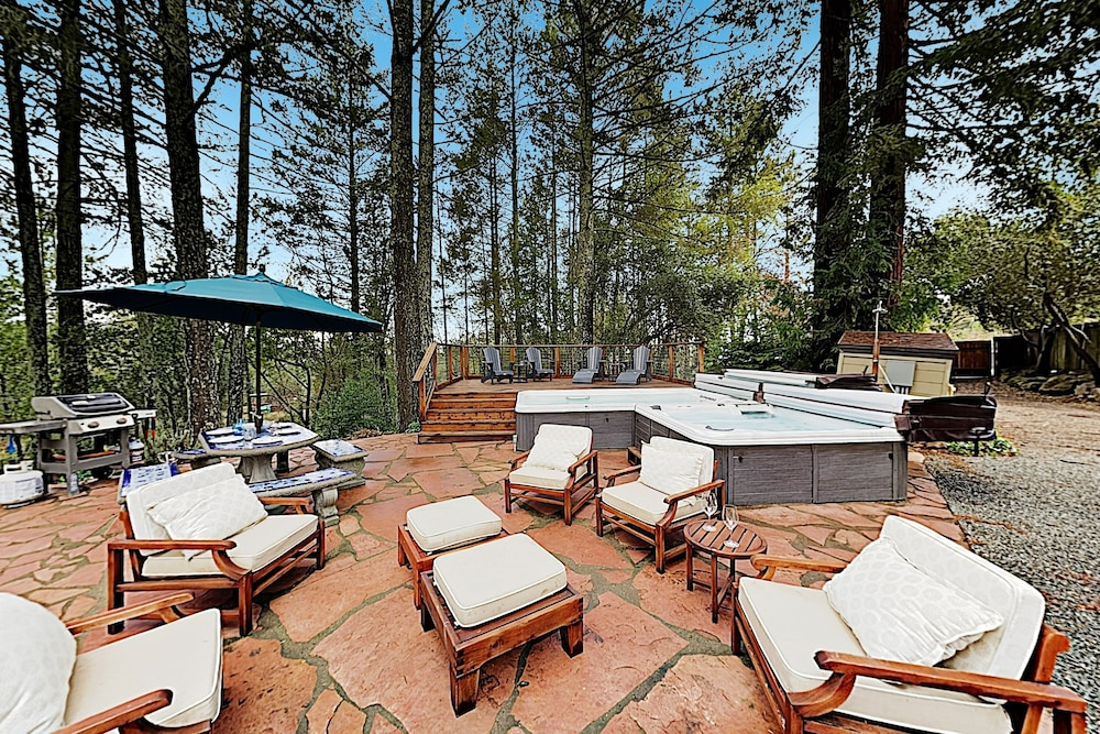 Balcony, Luxe Vineyard-view Hideaway W/ Swim Spa & Hot Tub 3 Bedroom Home