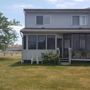 Lake Erie Western Basin.  Sleeps 6 in beds DISCOUNTS November 1st thru Feb 28th