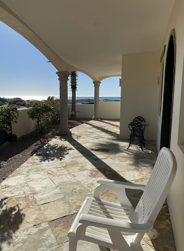 Balcony, Oceanfront House Feet Away From Beach, Resort Pool,gym, Spa,and Restaurant!
