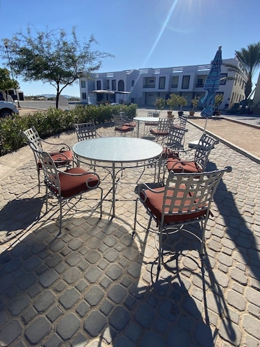 , Oceanfront House Feet Away From Beach, Resort Pool,gym, Spa,and Restaurant!