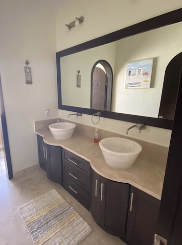 Bathroom, Oceanfront House Feet Away From Beach, Resort Pool,gym, Spa,and Restaurant!