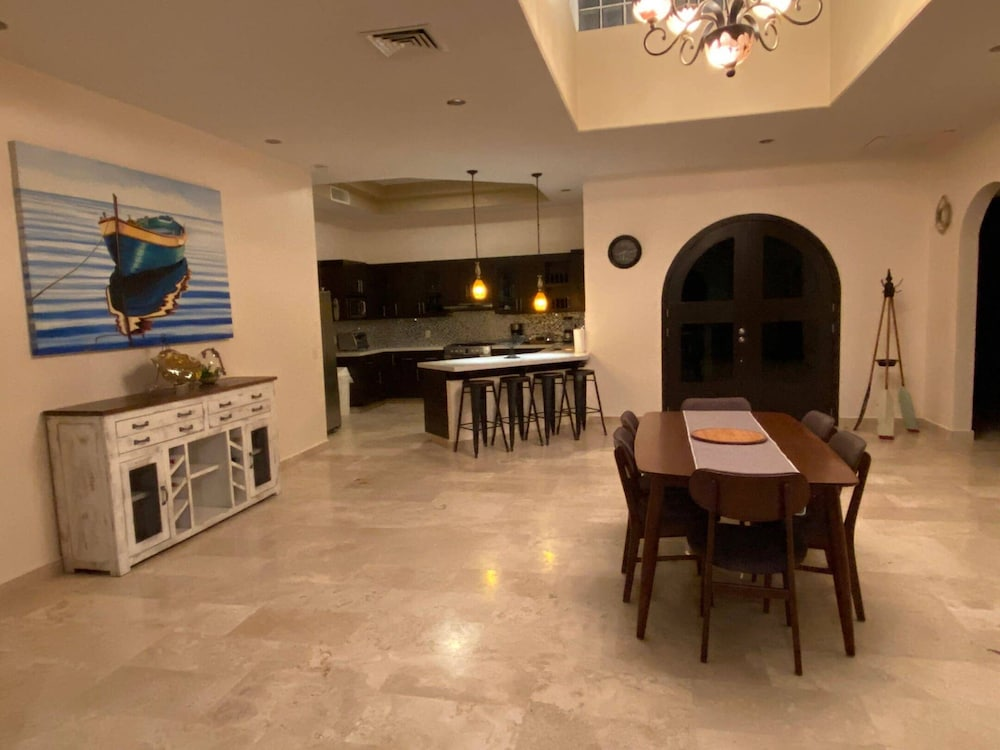 Private Kitchen, Oceanfront House Feet Away From Beach, Resort Pool,gym, Spa,and Restaurant!
