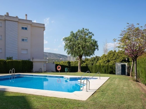 Torremolinos Apartment, Sleeps 6 With Pool, Air Con and Free Wifi