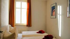 2 Schlafzimmer, Babybetten, kostenloses WLAN