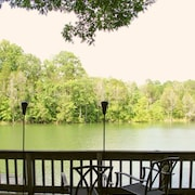 ? Isolation Vacation! Lakefront Getaway w/ Dock, Hot-tub, Pool Table ATV Trails