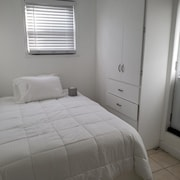 Beautiful Apt ,nice to relax ,close to the Airport ,highways and Maanhatan.