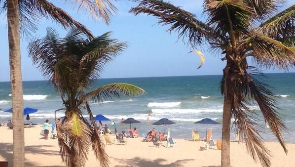 Perto da praia, toalhas de praia, 6 bares na praia