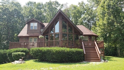 NEW Rental! Takoda Cabin-3b-2b-2 Miles TO Fall Creek Falls State Park! Book Now!
