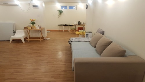 A Cozy Fully Furnished Studio Whole Rent Apartment Near SNU