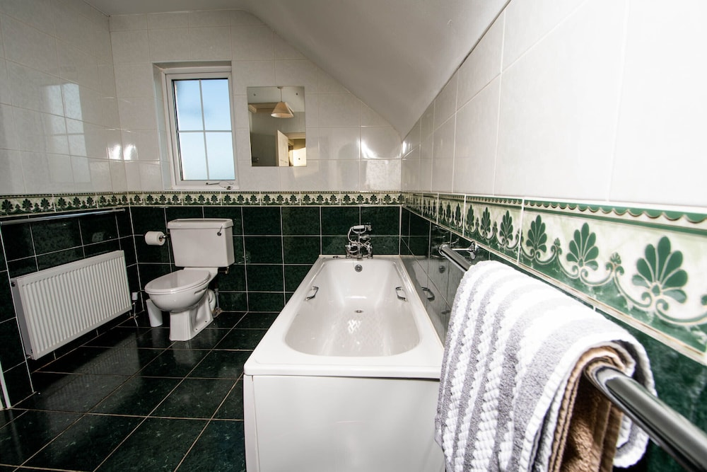 Bathroom, Bradog House