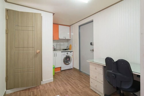 Fully Furnished Private Studio Apartment Near SNU