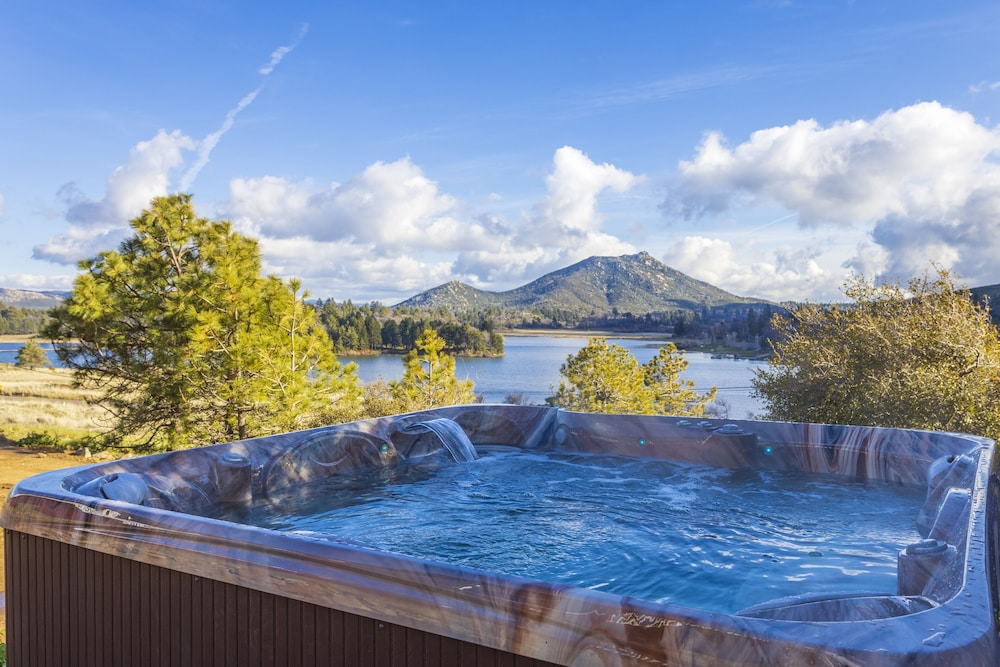 Outdoor Spa Tub, Quiet Mind Mountain Lodge & Retreat