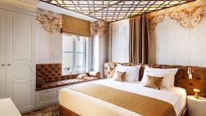 Zimmersafe, Schreibtisch, Bügeleisen/Bügelbrett, Bettwäsche