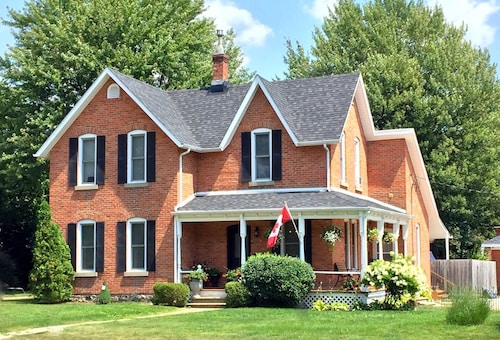 Kingsville House Bed and Breakfast