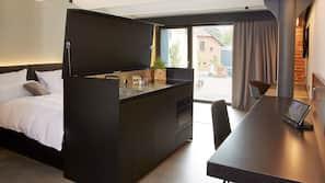 Großer Kühlschrank, Mikrowelle, Ofen, Herdplatte