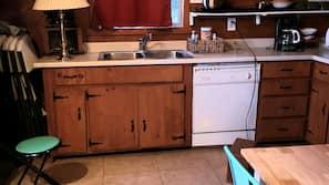 Mikrowelle, Wasserkocher mit Kaffee-/Teezubehör