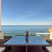 Luxury Apartment Overviewing the sea