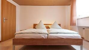 Hochwertige Bettwaren, kostenloses WLAN, Bettwäsche