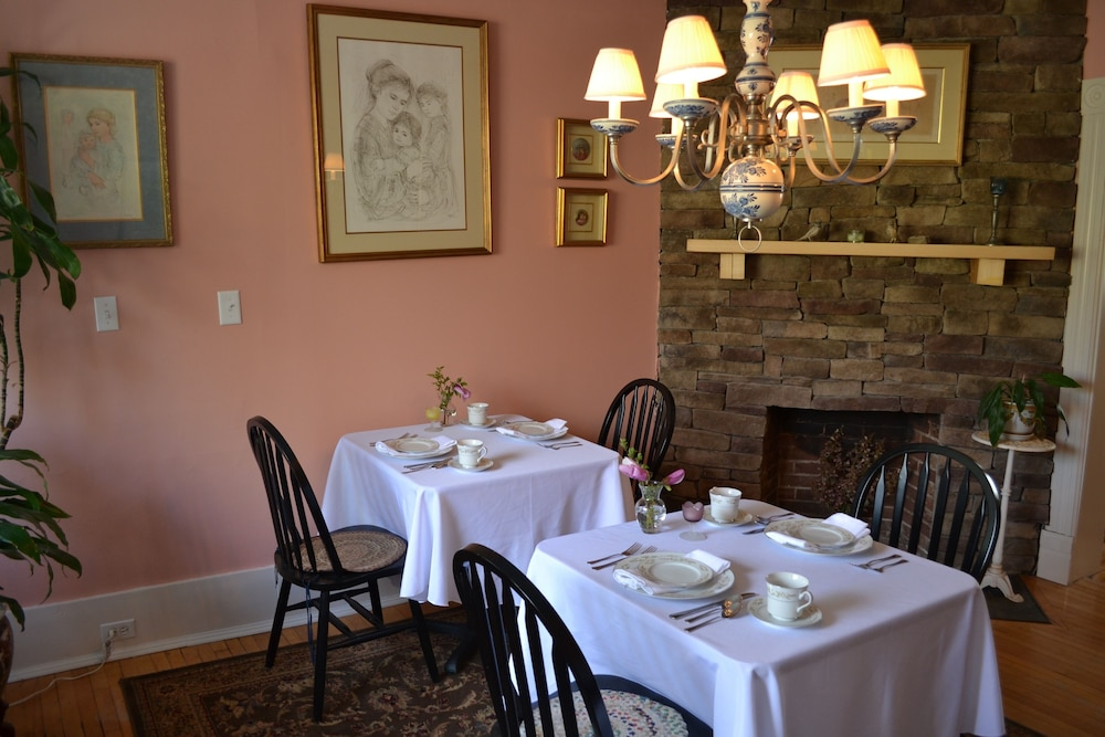 Breakfast Area, The Bell House Inn