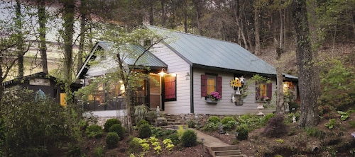 Adorable Historic Cottage - Half Mile From Downtown Clayton