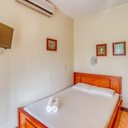 Comfortable Room W/great Location, A/c, and Shared Outdoor Pool!