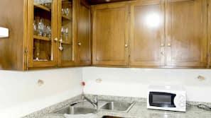 Microwave, oven, dishwasher, coffee/tea maker