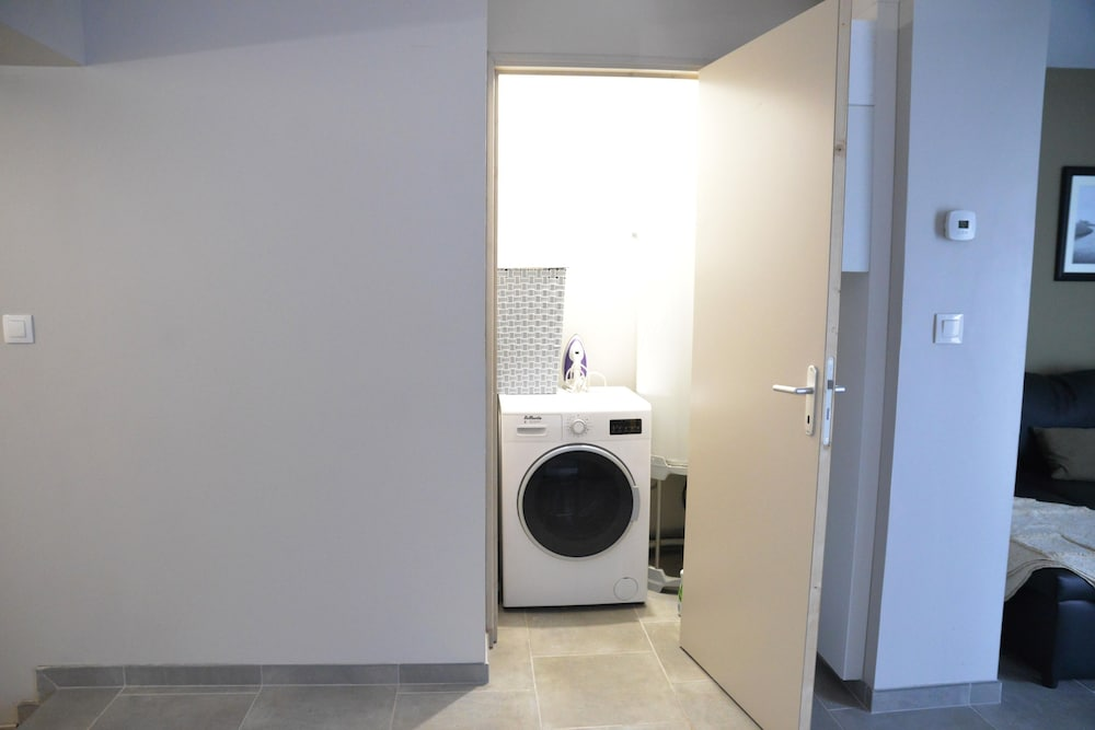 Laundry, Whole Accommodation can Accommodate 4 to 7 People