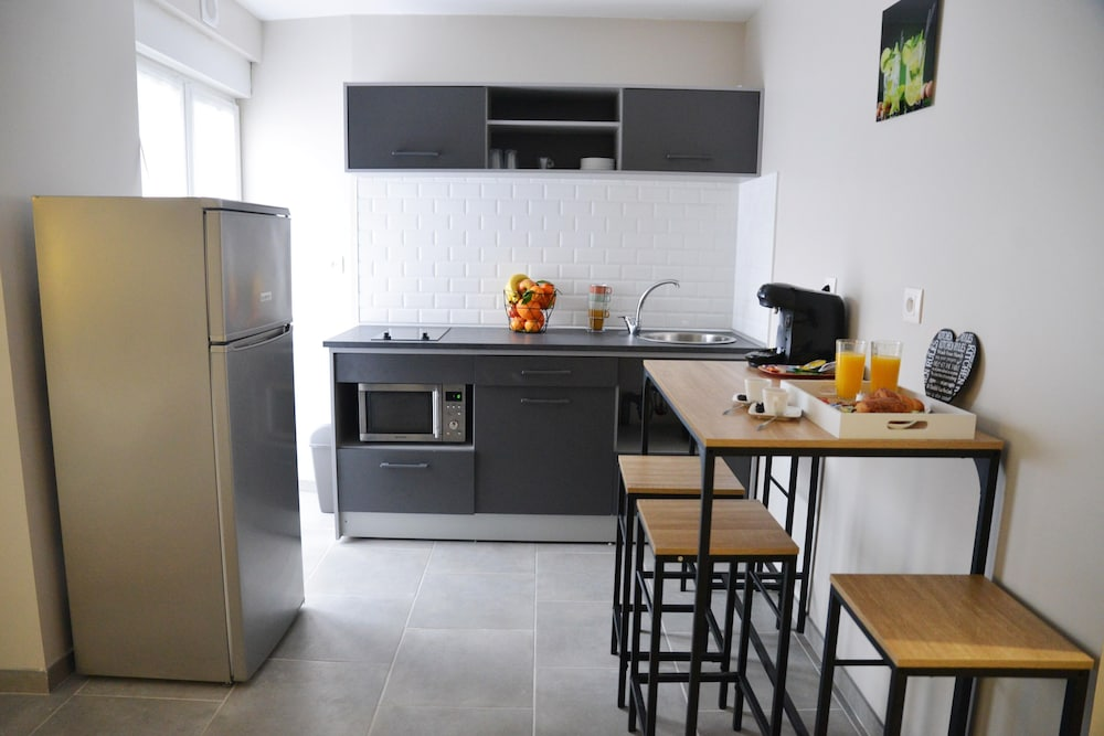 Private Kitchen, Whole Accommodation can Accommodate 4 to 7 People