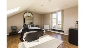 2 makuuhuonetta, silitysrauta/-lauta, ilmainen Wi-Fi, vuodevaatteet