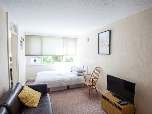 2BD Apartment, 500m From Windsor Castle, Parking