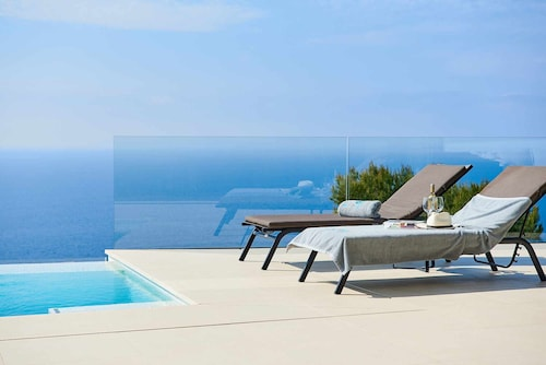 Villa Sky - Striking Modern 4 Bedroom With With Amazing Seaview
