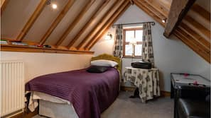 4 bedrooms, laptop workspace, free WiFi, bed sheets