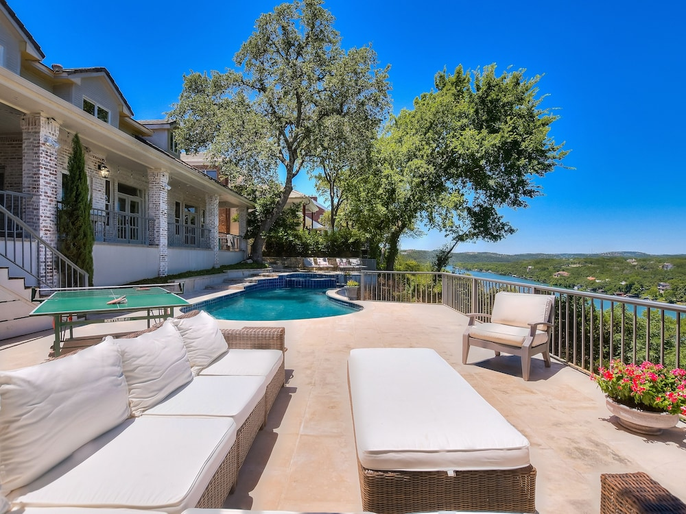 , The Arrive Vista Estate Above Lake Austin 5 Bedroom Home
