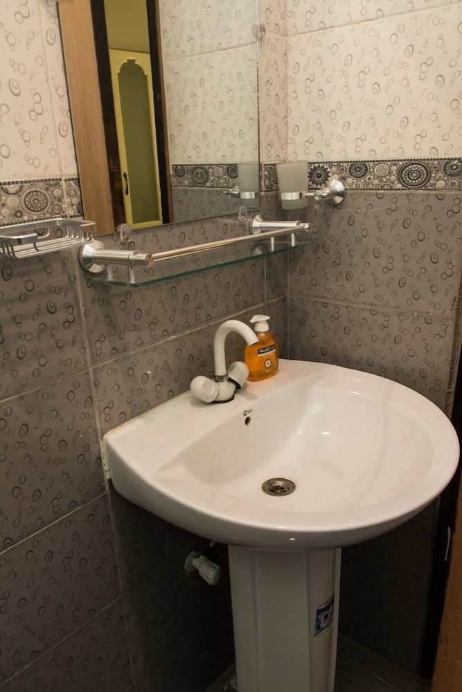 Bathroom, Home Plus Apartment 2 Modern and Just Three Minutes Walk From the Beach