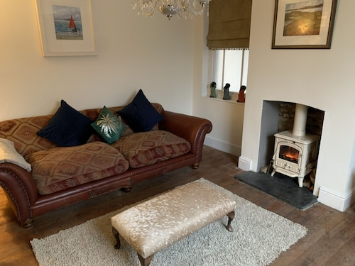 The Whole of Contemporary Beautiful Peartree House Sleeps 13