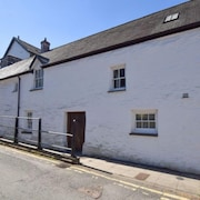 Machynlleth Holiday Home, Sleeps 4 with WiFi